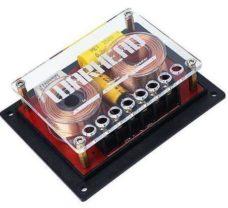 Кроссоверы серии WARHEAD с корпусом открытого типа выполнены из высококачественных компонентов, которые сводят к минимуму любые потери звукового сигнала и или посторонние шумы. Позолоченные терминалы для акустических кабелей диаметром до 12 Ga (3,3мм2). Кольцевые порошковые сердечники катушек индуктивности изготовлены из магнитомягкого высокоэнергетичного ферроникелевого сплава HFlux, что позволяет работать практически без потерь и перегрева, обеспечивая безупречную линейность характеристик. Благодаря применению этого материала удалось избежать громоздкости, свойственной катушкам с воздушным сердечником, при этом совершенно не проигрывая в характеристиках. Второй порядок ВЧ- и НЧ-трактов наиболее оптимален для хорошо подобранных компонентов двухполосной системы.